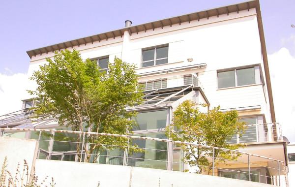 Moderne Villa – Steilhangbebauung